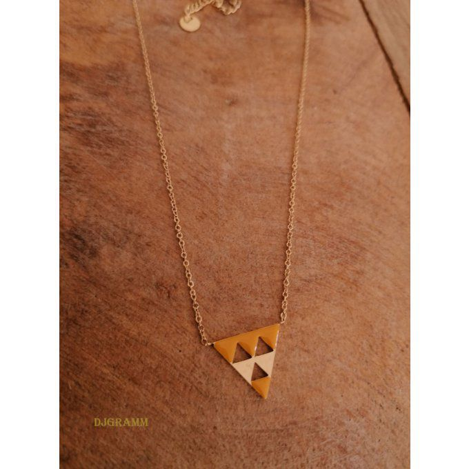 collier-acier-triangle-email-jaune-ocre